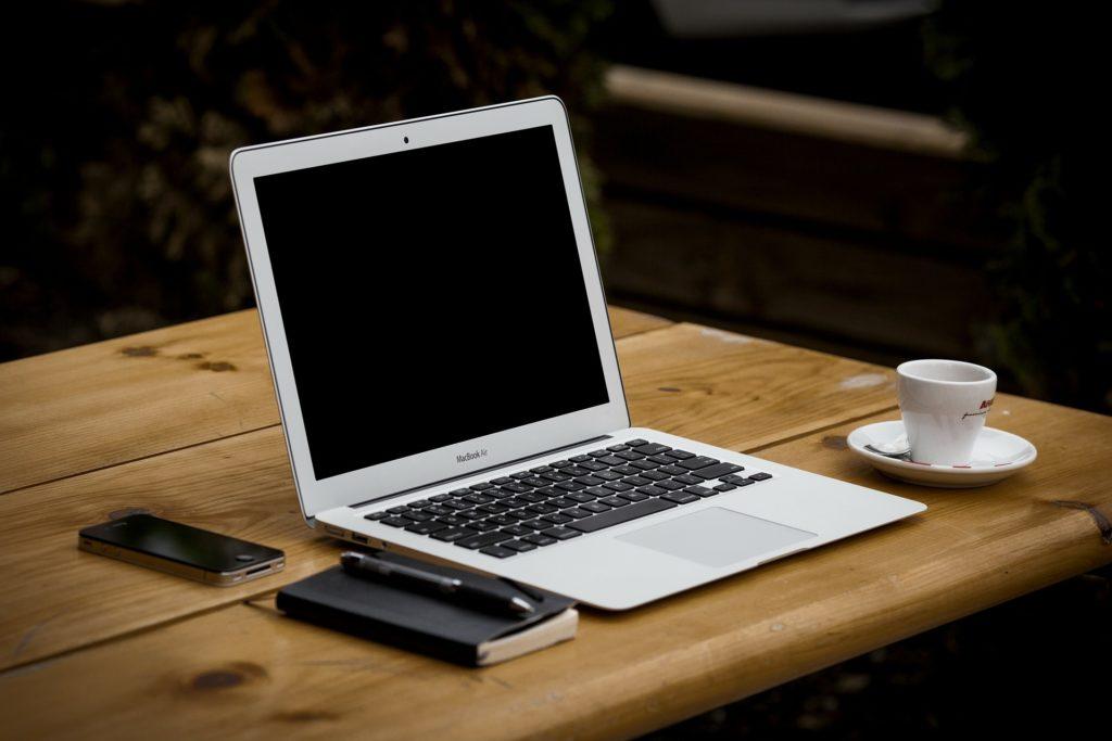 Kaffee trinken beim Bloggen auf gemenet.de